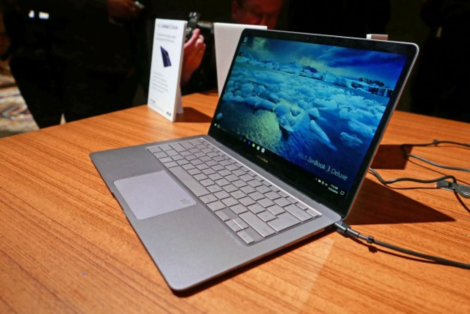 Asus ZenBook 3 Deluxe Adds More Ports, Power and Pixels